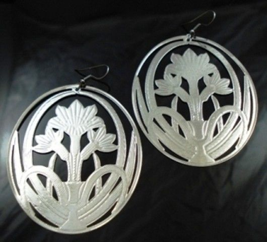 Large-Round-Modern-Metal-Silver-Flower-Earring-Pair-NEW-400068741658