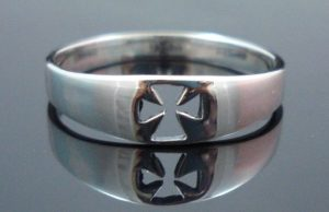 STERLING-SILVER-CROSS-CRUCIFIX-SHINNY-RING-New-400482345316